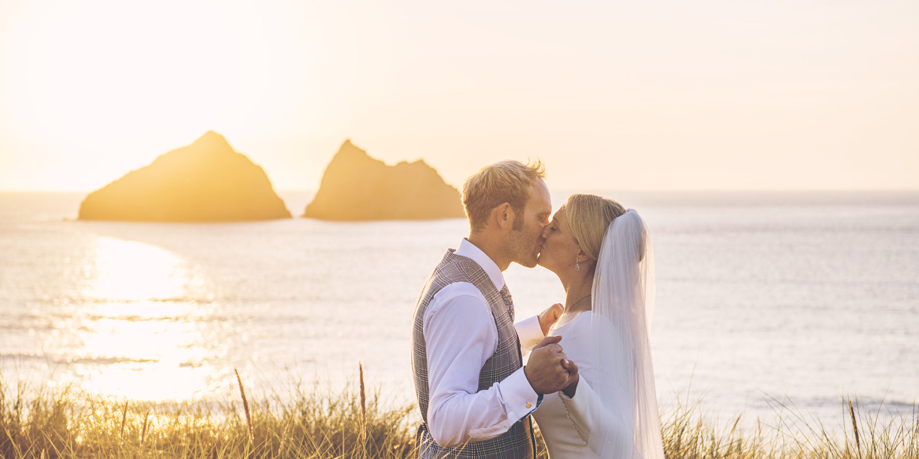 Beautiful <strong>wedding photography</strong> in Cornwall & London
